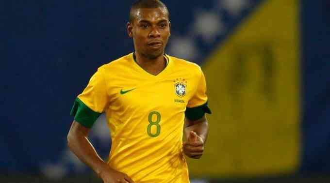 Фернандиньо забивает фантастический гол за Бразилию