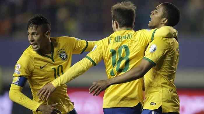 Дуглас Коста рассказал, кого считает лучшими футболистом и тренером