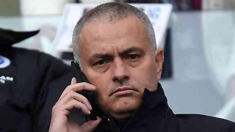 Моуриньо на пресс-конференции повеселил журналистов ответом на телефонный звонок