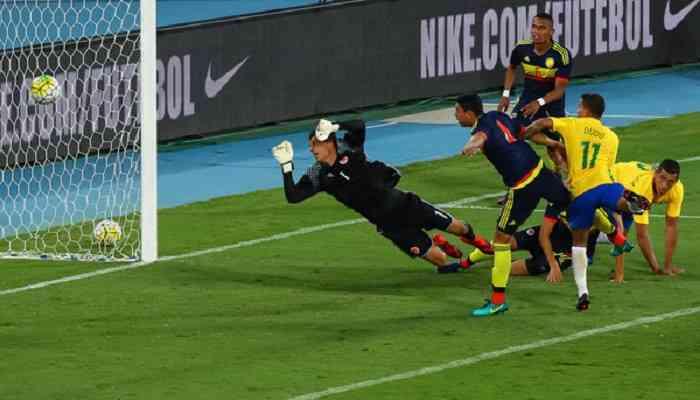 Экс-хавбек Динамо принес победу Бразилии в матче памяти погибших игроков Шапекоэнсе