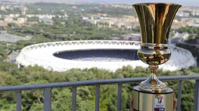 Рома вырвала волевую победу у Лацио, но вылетела из Кубка Италии